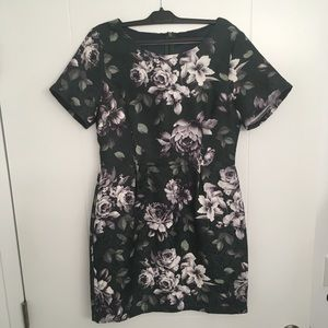 Green Floral Print Ina dress, size 6.